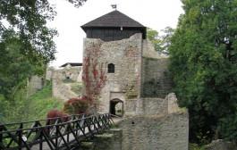 Ритуальное «сожжение ведьм» в старинном замке Луков