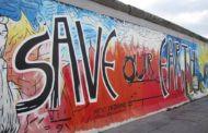 Берлинскую стену защитят от разрушения