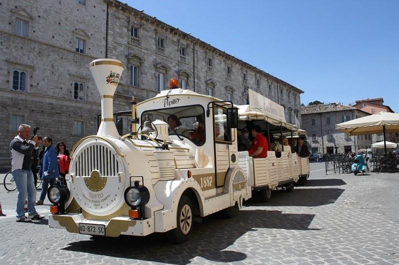 Поезд Ascoli Explorer