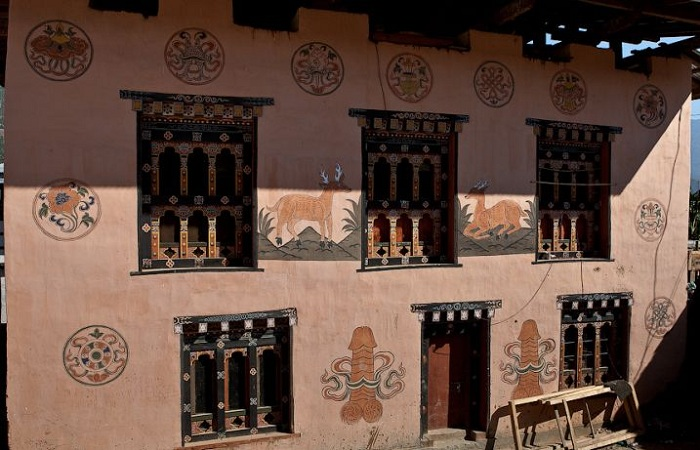 В Бутане дома украшают росписями