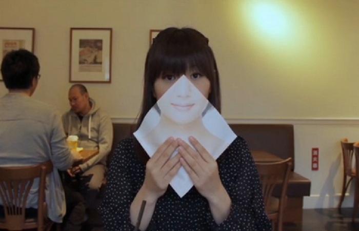 Японский ресторан выпустил специальные салфетки для женщин