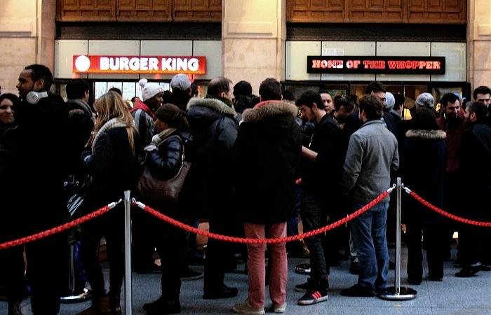 Открытие первого в Париже фаст-фуда Burger King вызвало ажиотаж и очереди
