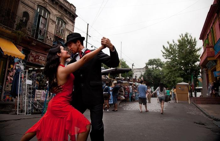 Станцевать танго на улице